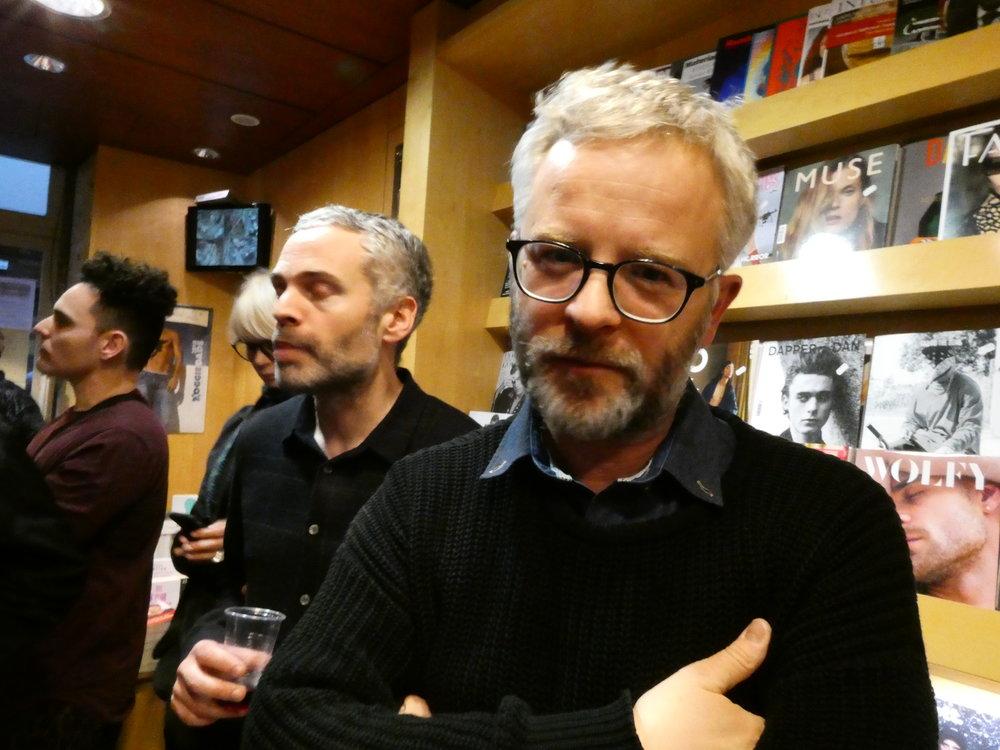 Julien pendant la rencontre à la Librairie Les Mots à la Bouche à Paris, en avril.