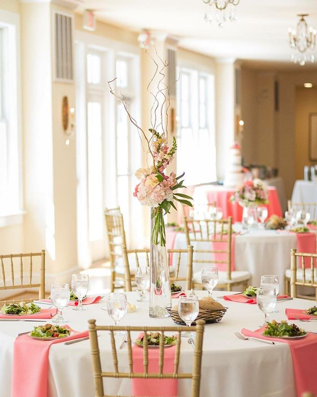 #wedding #weddingflowers #centerpieces #weddingcenterpieces #table #weddingtabledecor #weddingdecor #decor #flowers #flowerdecor #virginiaweddingphotographer #virginiawedding #womansclubofportsmouth #creativeimpressionsphotographystudio #bride #groom #weddingday #weddingreception #tablesetting #tabledecor