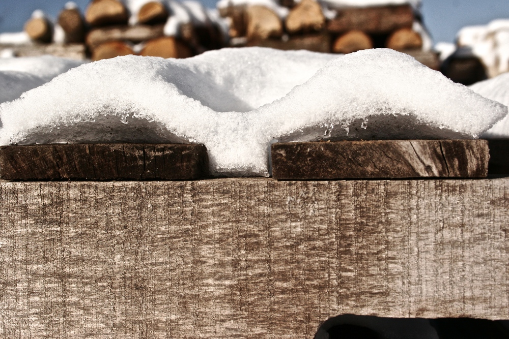 pallet-in-snow-close-up-webecurry.jpg