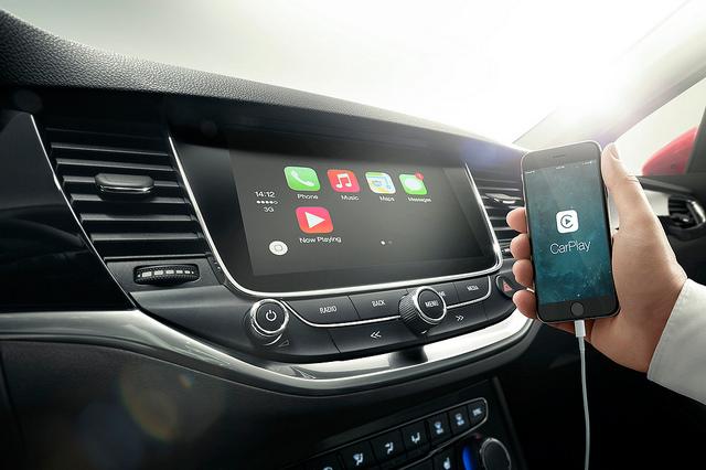 Apple CarPlay Accident Attorney