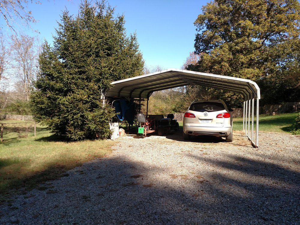 2 CARPORT LEFT OF HOUSE AS YOU PULL UP.jpg