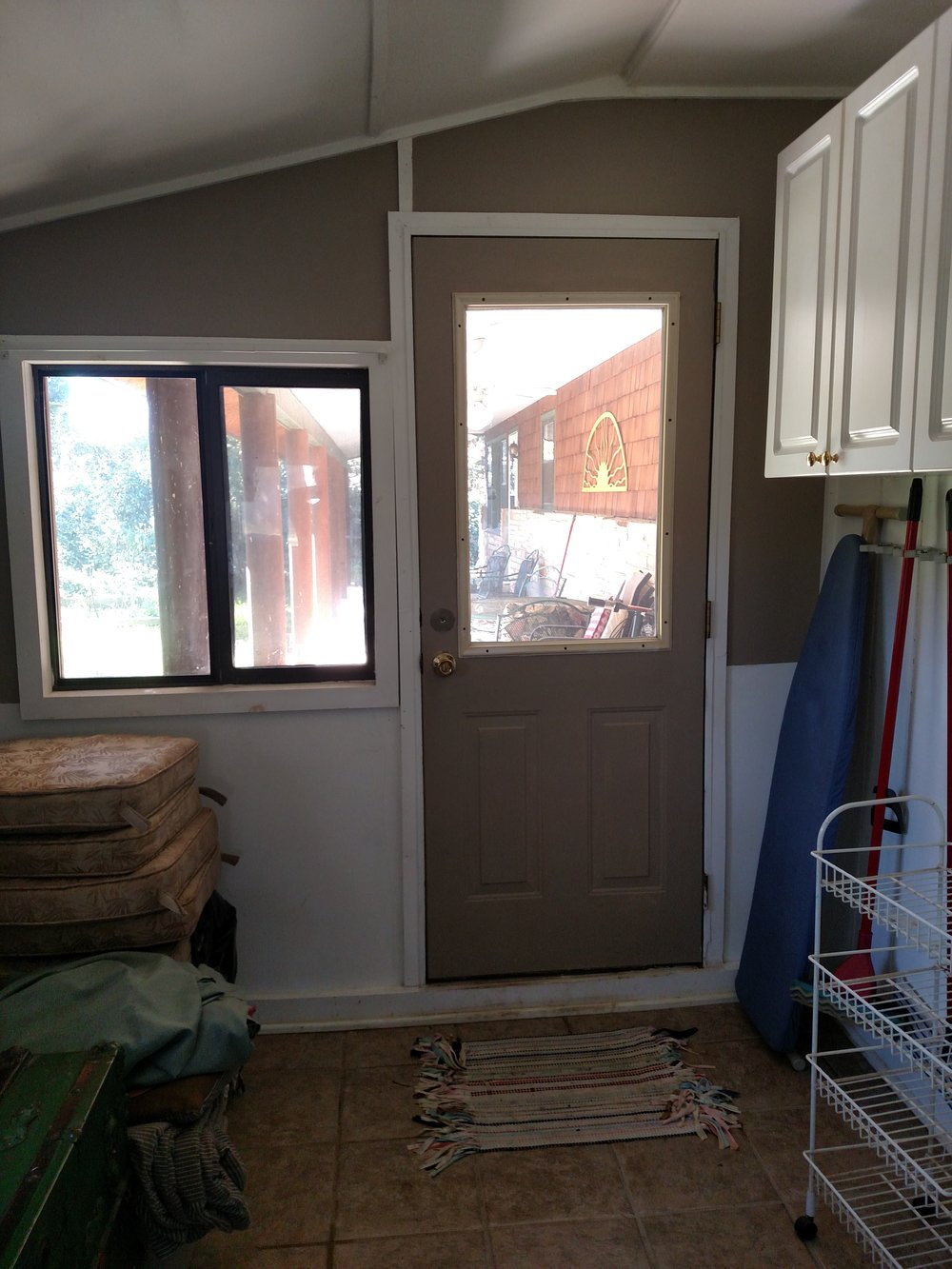 LAUNDRY ROOM OPENS TO BACK PATIO.jpg