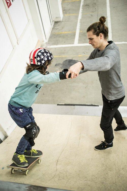 Onze skateboardlessen zijn geschikt voor iedereen: van beginners tot gevorderden en van jong tot oud!