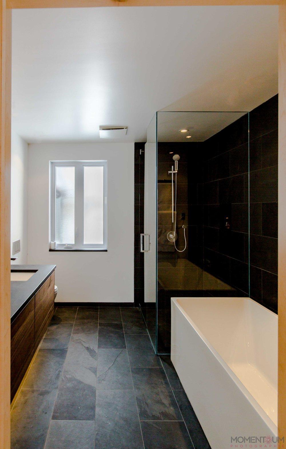 salle de bain Mme Deschenes.jpg
