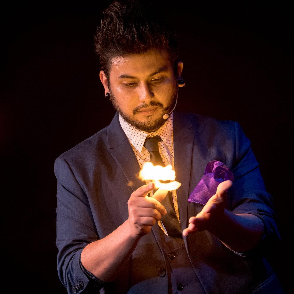 Luis Carreon - House Magician