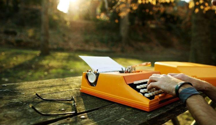 Orange-typewriter-748x435.jpg