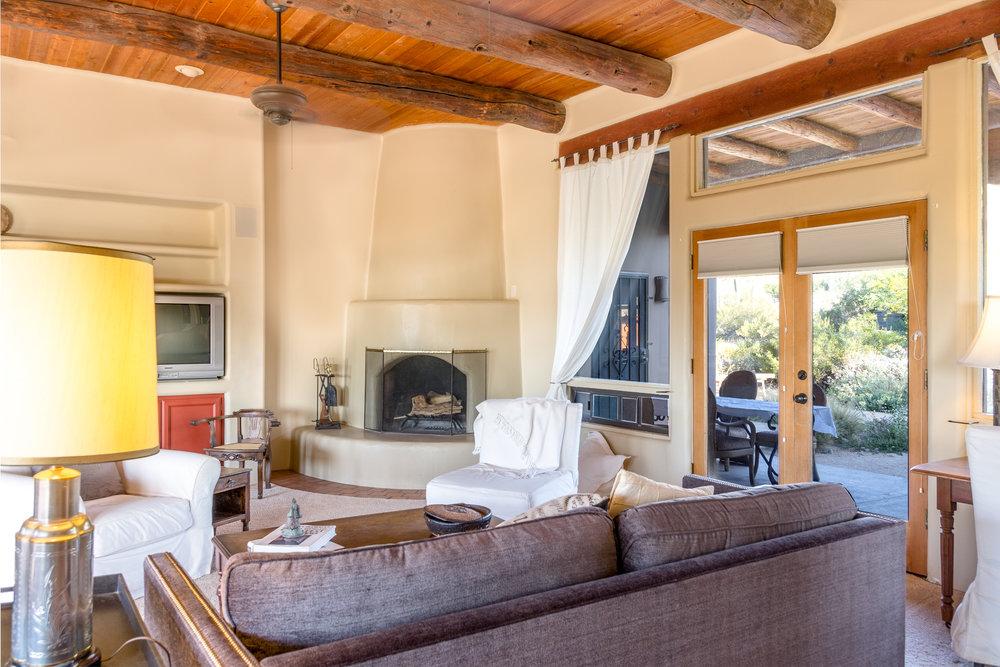 living room 005.jpg