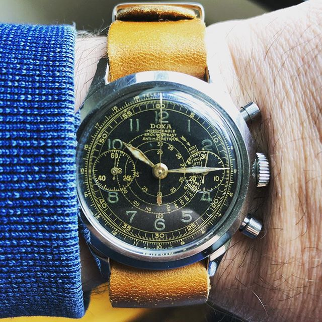 Doxa w/ jumbo screw back case with gorgeous radium gilt dial. 38.5mm #doxa #doxawatches #giltdial #radiumdial #blackgiltdial