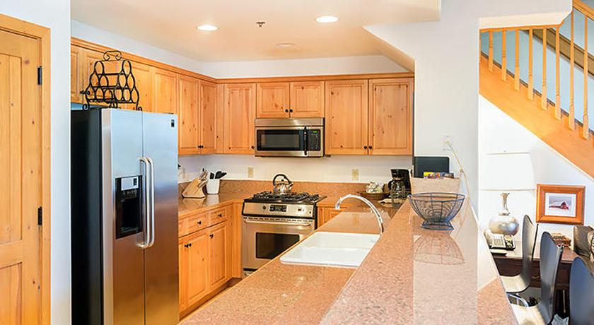 BCL405 kitchen2 gallery size.jpg