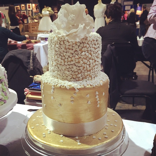 Gold heart confetti wedding cake. ❤️