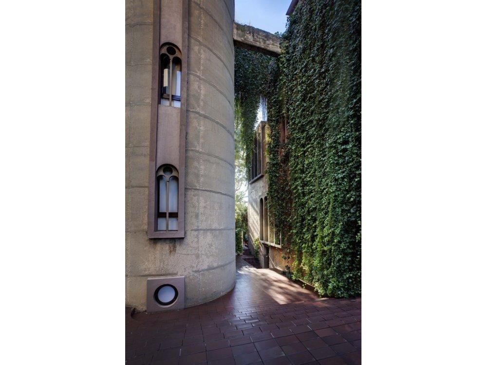 50a47ebeb3fc4b263f000015_the-factory-ricardo-bofill_ricardo_bofill_taller_arquitectura_santjustdesvern_barcelona_spain_outdoorspaces_-16--647x1000.jpg