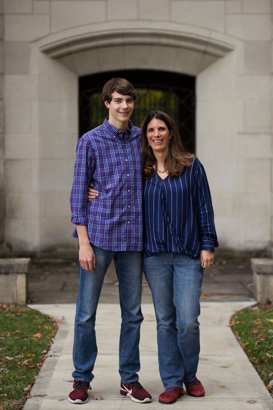 daniel_hoevener_cory_woodruff_senior_portraits_mother_son.jpg