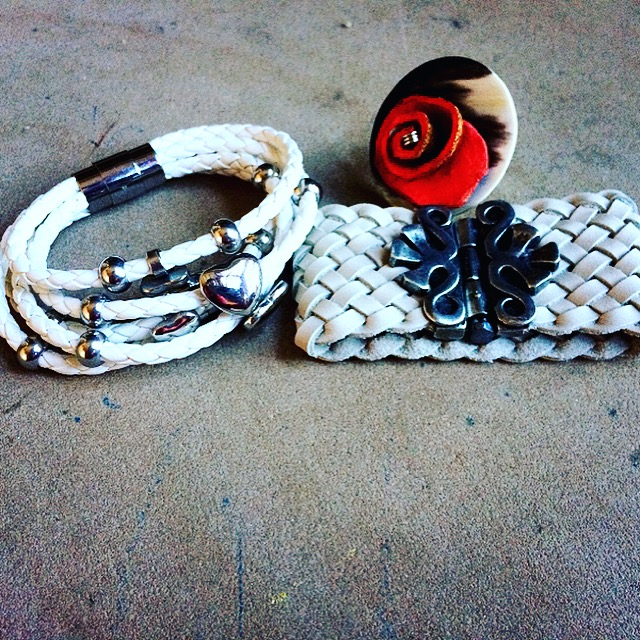 Shop Online: www.Lesebi.com