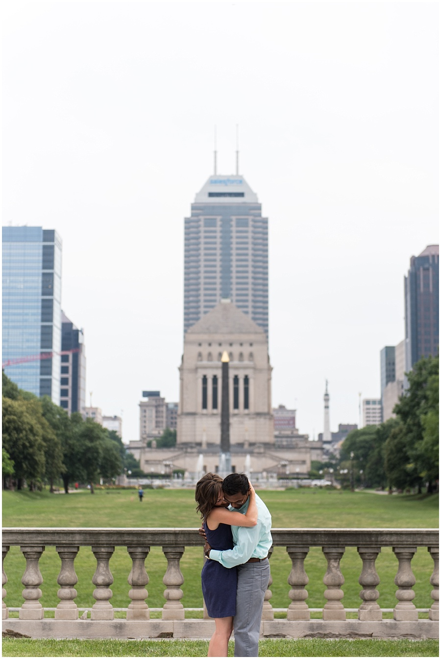 downtown-indianapolis-engagement-photographers_1156.jpg