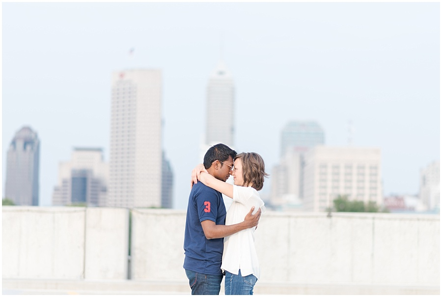 downtown-indianapolis-engagement-photographers_1187.jpg