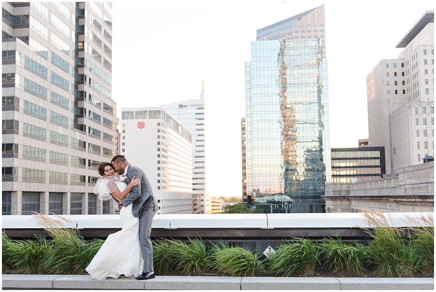 regions-tower-indianapolis-wedding-photographers_1446.jpg