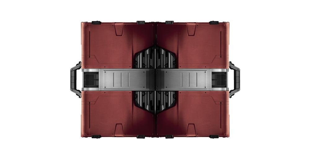 000_prop_Suitcase_090505_V1_transF_GH.jpg
