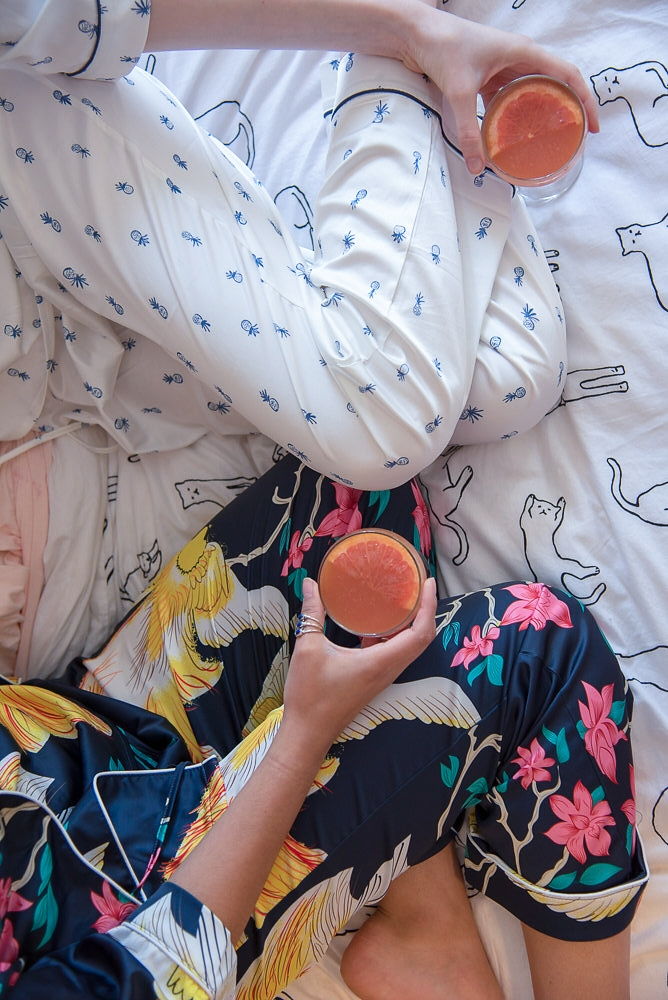 6 tips for the perfect girls night in. cocktail recipe for girls night, pj's and ideas for girls night