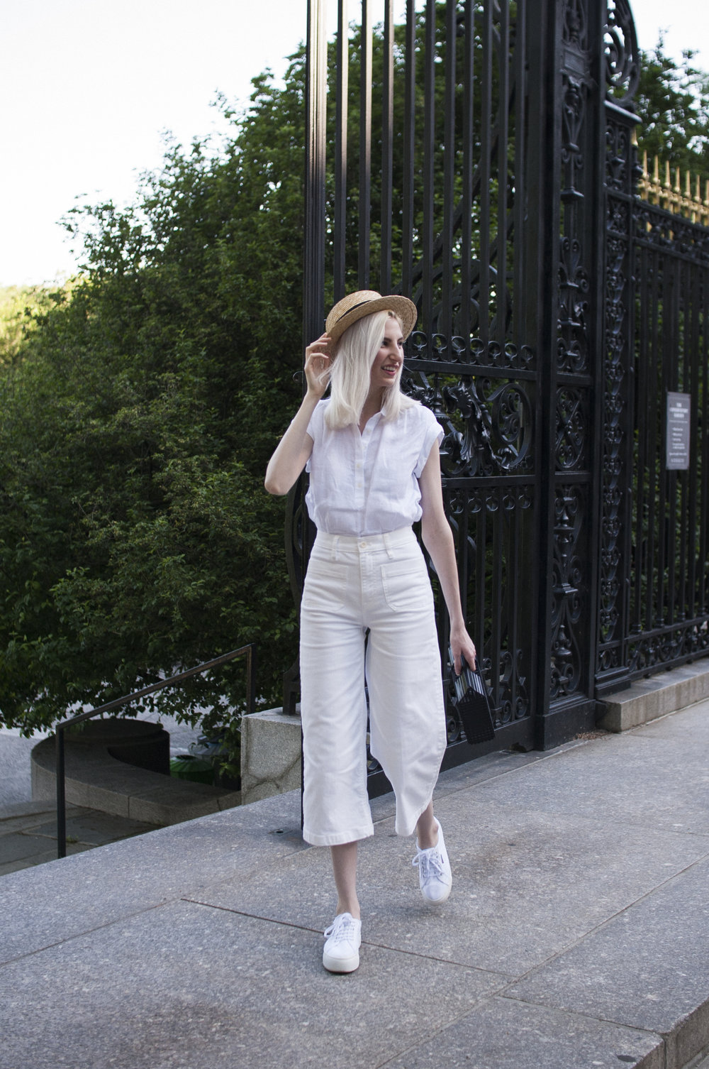 all white outfit, italian riviera outfit, hamptons outfit, straw boater hat, cropped jeans look, wooden cutout handbag, cult gaia dupe, summer outfit ideas, spring outfit ideas, how to wear all white, conservatory gardens new york city,