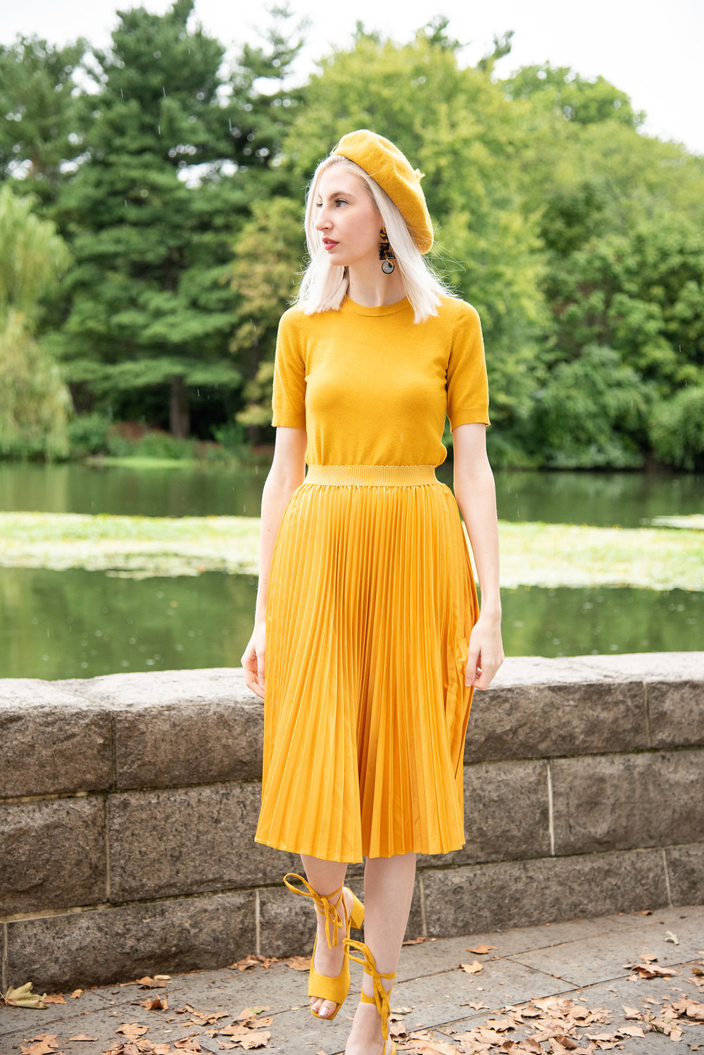 gen z yellow, monochromatic look, head to toe color, spring outfits for women, how to wear yellow