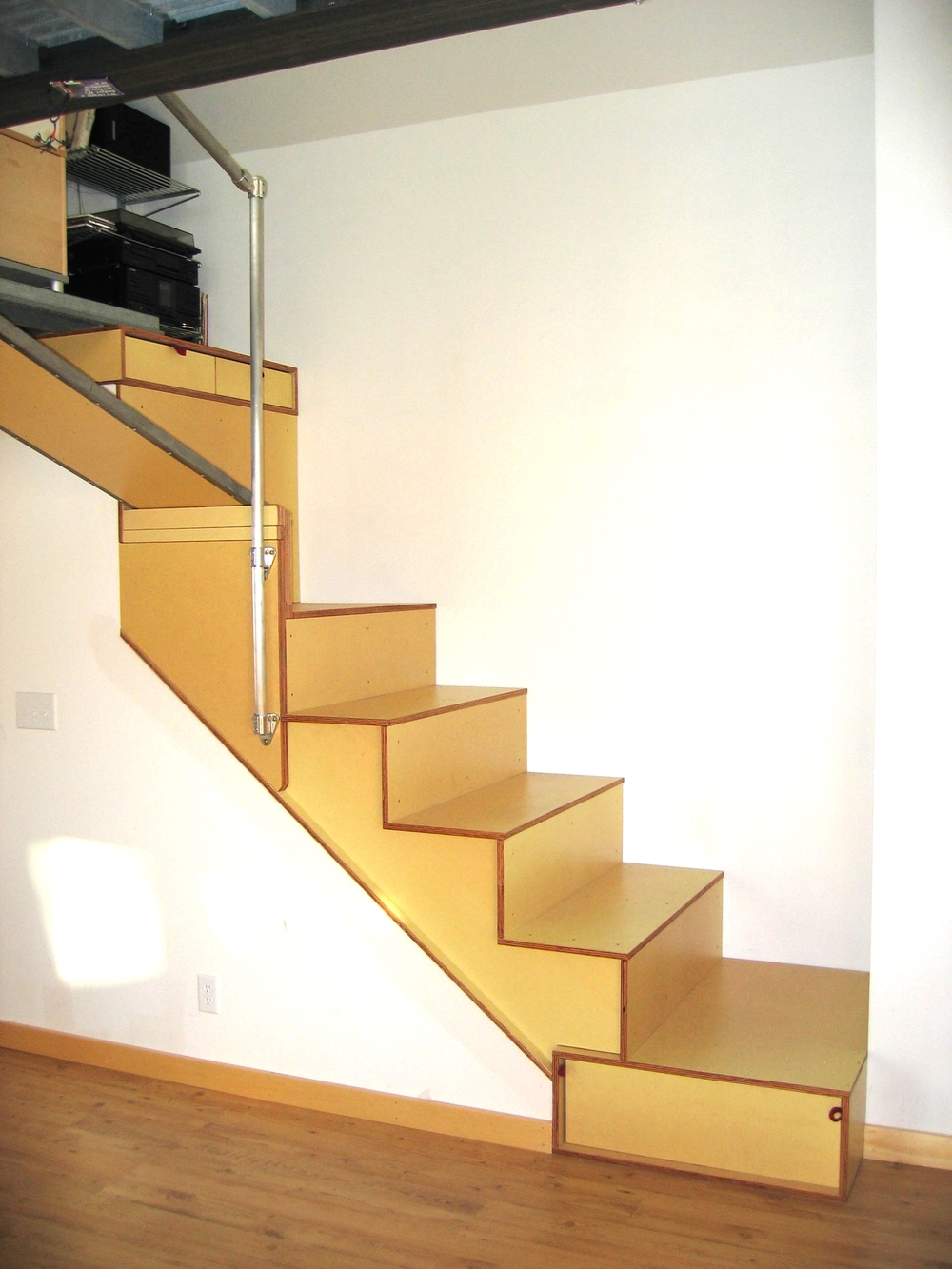 lince:stairs to loft.JPG
