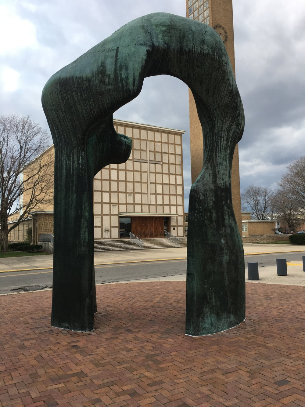 Eliel Saarinen's First Christian Church as seen through Henry Moore's Large Arch