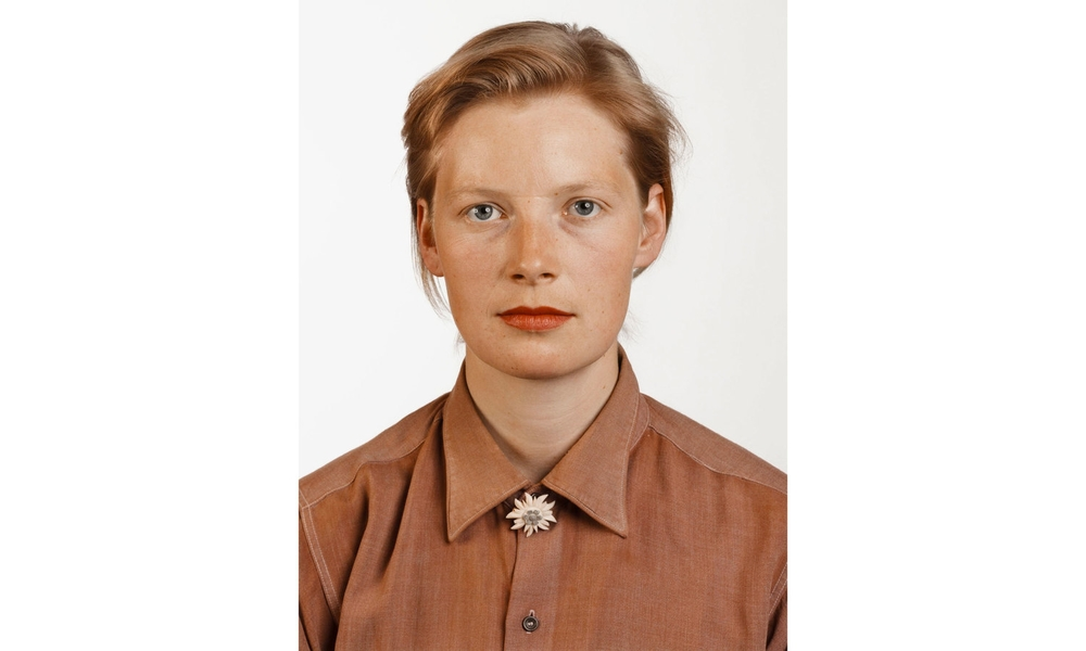 bureau-des-recommandations-thomas-ruff-portrait-pia-stadtbaumer-1988.jpg