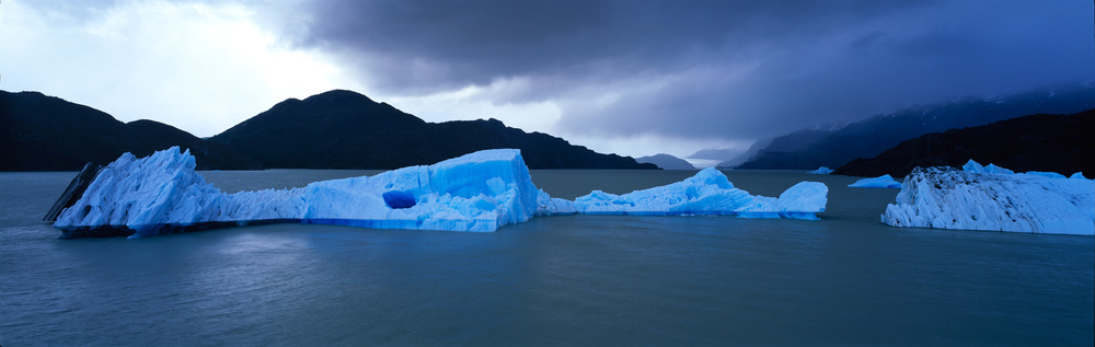 Stormy ice lagoon : Chile