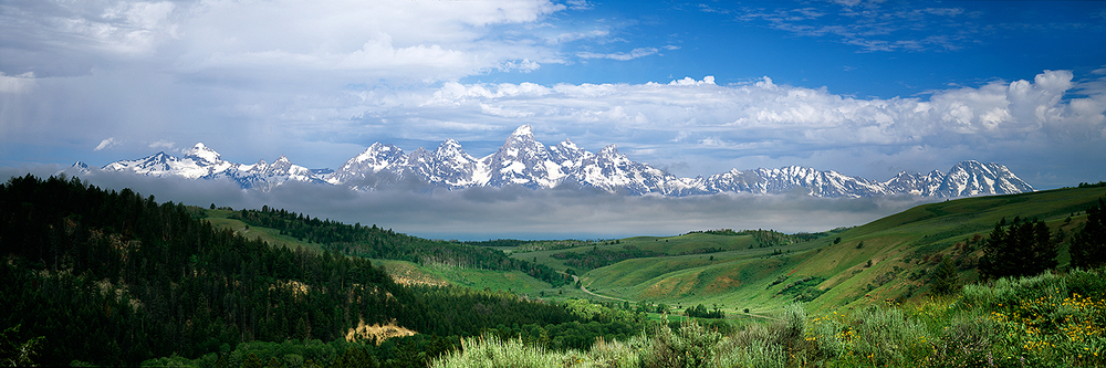 Valley and Tetons : Wyoming