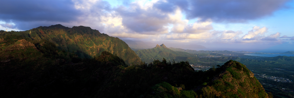 Mariners Ridge at Dawn : Oahu