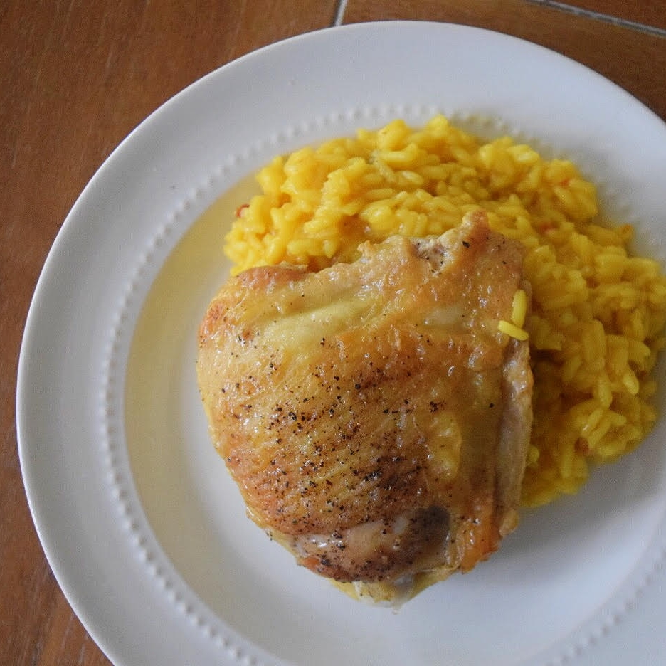 chicken thighs in yellow rice -