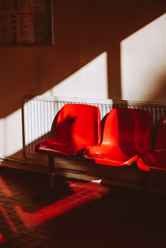 f9a372514254a50a-redchairs_unautremonde-30.jpg