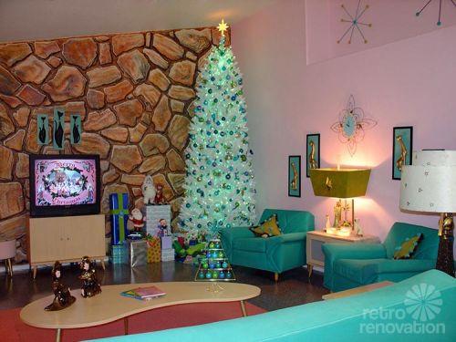 aqua-retro-christmas-tree-500x375.jpg