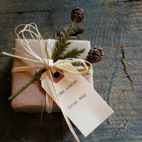 Gift-wrap-simple-rustic.jpg