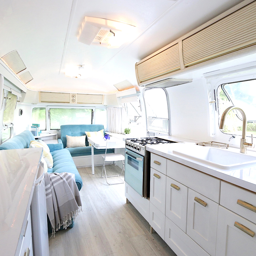 Overview_kitchen_Treehouse_Airstream.jpg