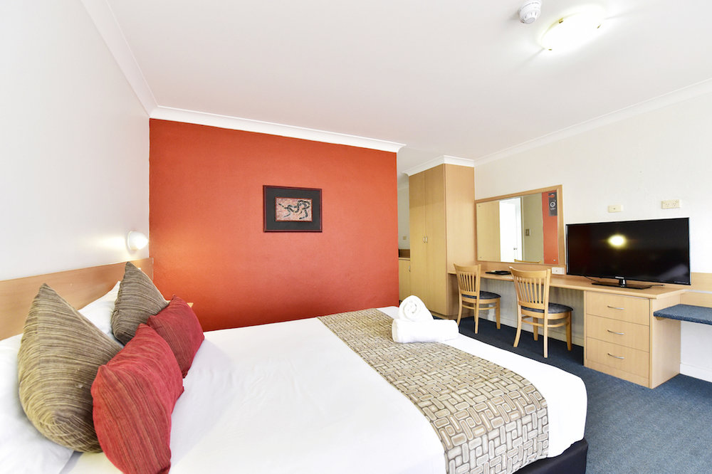 diplomat-motel-alice-springs-accommodation-standard-queen-room5 copy.JPG