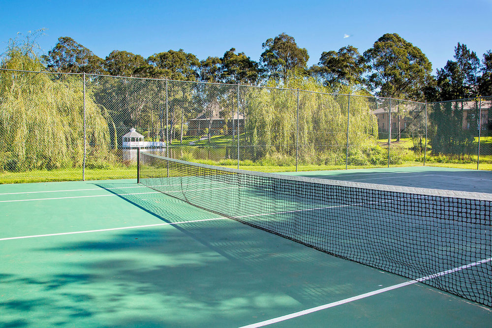 lincoln-downs-resort-batemans-bay-tennis-court2-sm.jpg