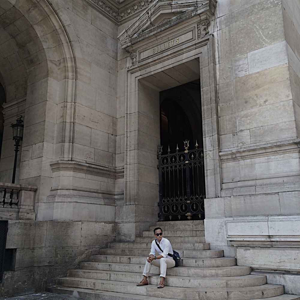 Jon Waiting atL'Opera Garnier