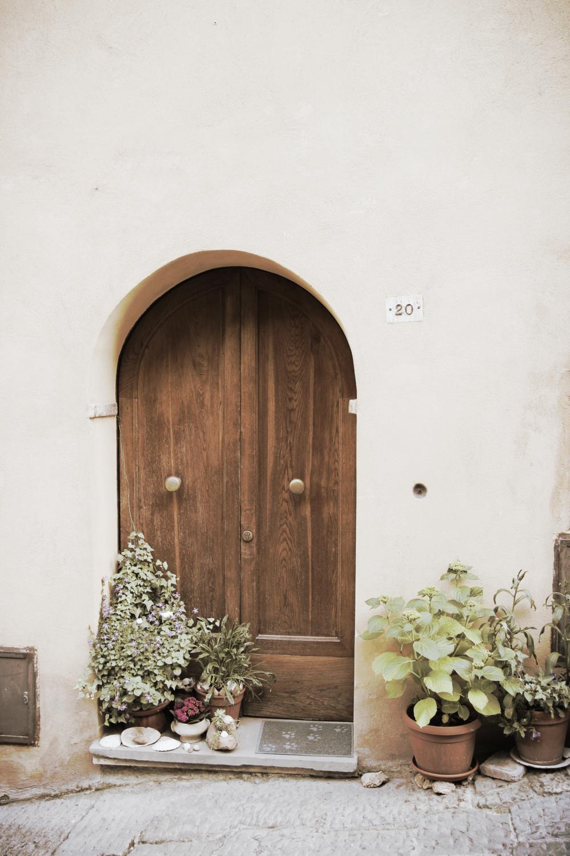MONTALCHINO  Tiny door
