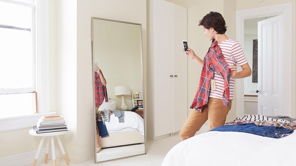 HP - Shyp - 2015.09.18 - 1530 - Female Talent - Bedroom-sm.jpg