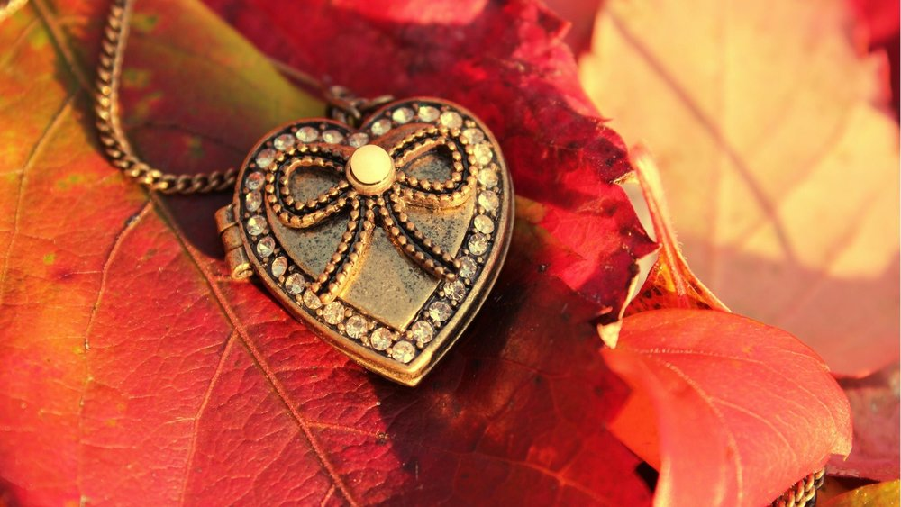 misc-pendant-leaves-crystal-beads-autumn-heart-desktop-wallpapers-1920x1080.jpg