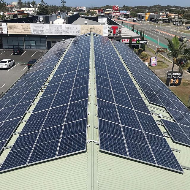 Day 10: 91.8kW system completed, providing #tugunsupermarket with their power directly from the sun. #solargoldcoast #commercialsolar