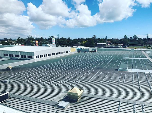 Day 3 of our 510kw solar commercial solar install.  The lads @mtssolar working hard to get this system online in early 2018.