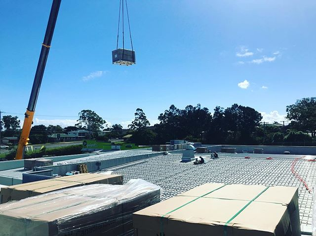 Back into the swings of things yesterday, lifting the first 800 panels for our #largescalesolar install with the help of the guys @superiorcranehire .