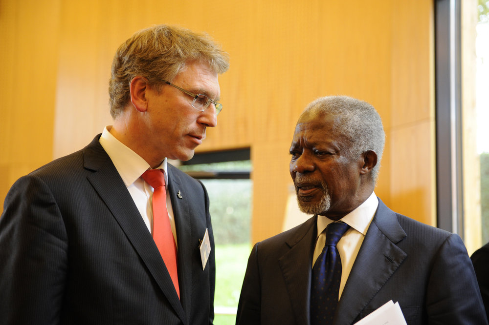 WCC General Secretary Olav Fyske Tveit (left) with former UN Secretary-General Kofi Annan  in 2013 (Photo: Peter Williams/WCC)