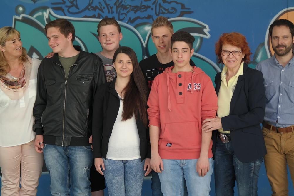 Die Albrecht-Dürer-Grund- und Werkrealschule freut sich über die weitere Unterstützung durch die Soroptimistinnen mit dem Sprinterpreis.