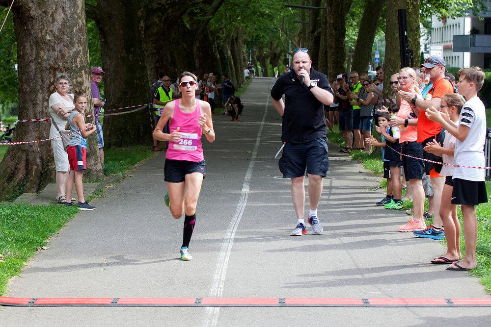 Erste-Läuferin.jpg