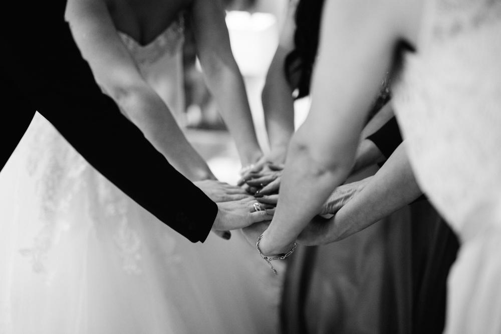 Momentaufnahme von der Braut und ihren Freundinnen - als Hochzeitsfotografin in Krefeld