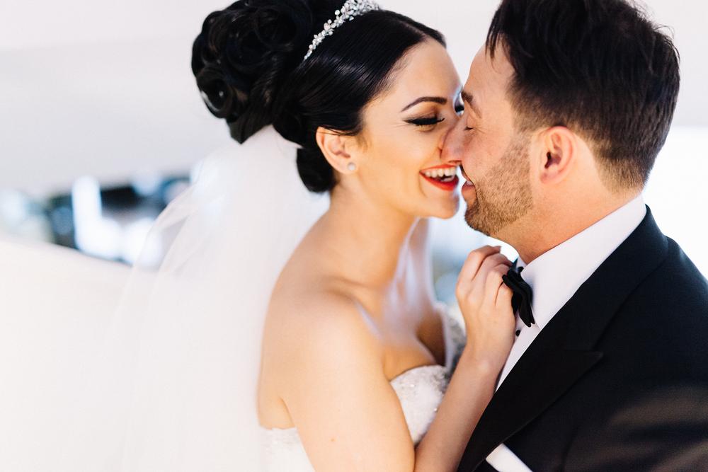 Hochzeitsfotografin beim Hochzeitsshooting im Hyatt Regency in Düsseldorf Medienhafen