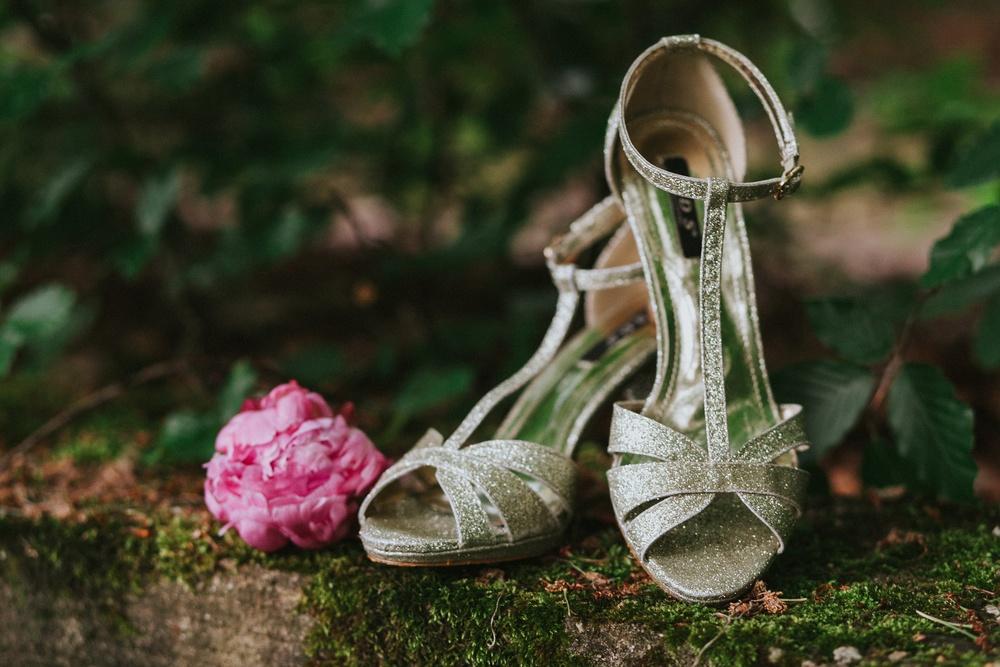Detailfoto besondere Glitzernde Brautschuhe - Hochzeitsfotograf in Solingen